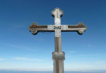 servicii funerare Bucuresti, cruce lemn inclusa